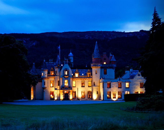 Aldourie Castle highlands night