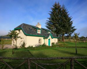 ivy cottage aldourie estate