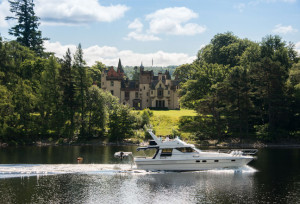 speedboat rides passed Aldourie Castle on Loch Ness exclusive use