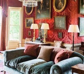 UK Castle to rent luxury living room