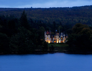 Loch-Ness-at-night