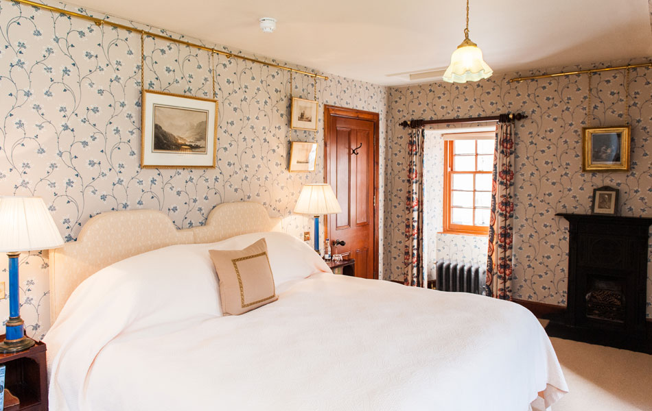 Bedrooms gallery aldourie castle exclusive hire for Twin chimneys