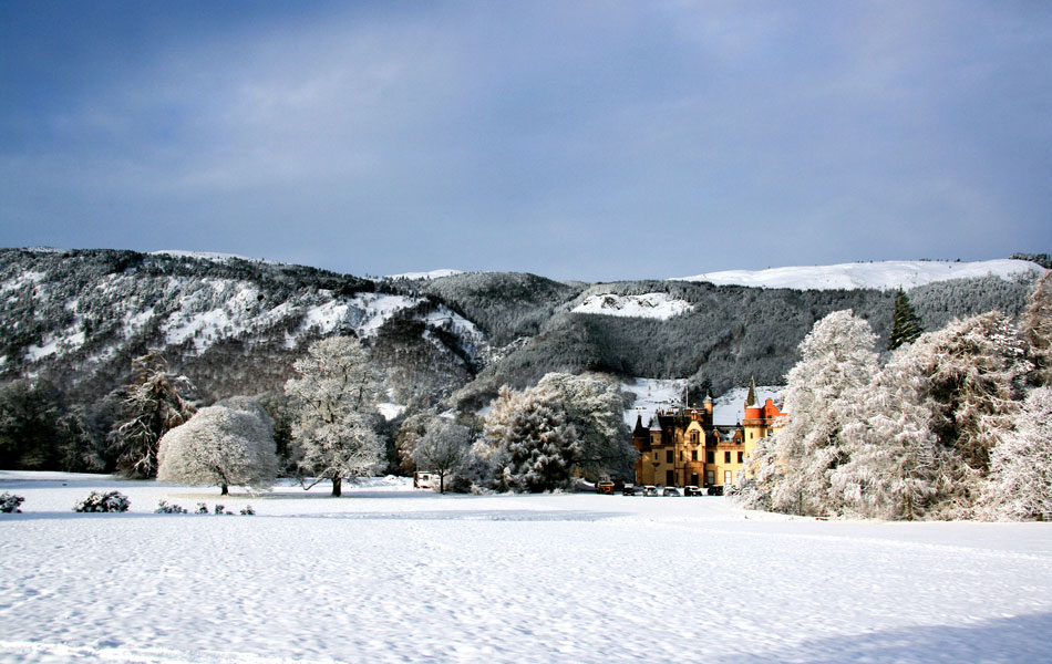 Aldourie Castle Loch Ness - Hire a castle for Christmas
