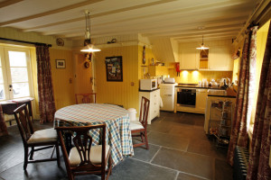 4.-Ivy-Cottage-Kitchen-and-Dining-Room-e1440429702217 hotel in Scotland