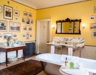 Aldourie Castle Print Bathroom
