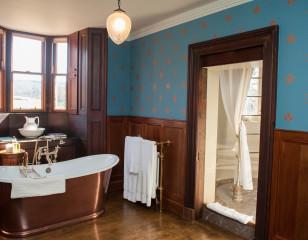 Aldourie Castle Turret Bathroom
