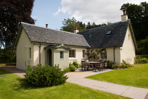 Aldourie castle, cottages, loch ness- Holiday cottages