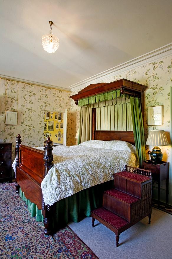 luxury group accommodation Scotland - Aldourie grounds
