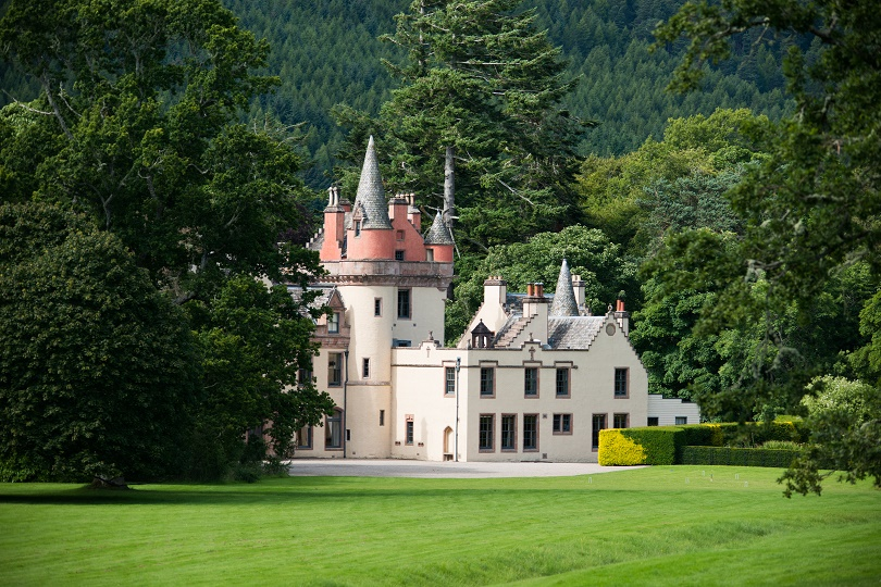 ALDOURIE castle loch ness golfing holiday