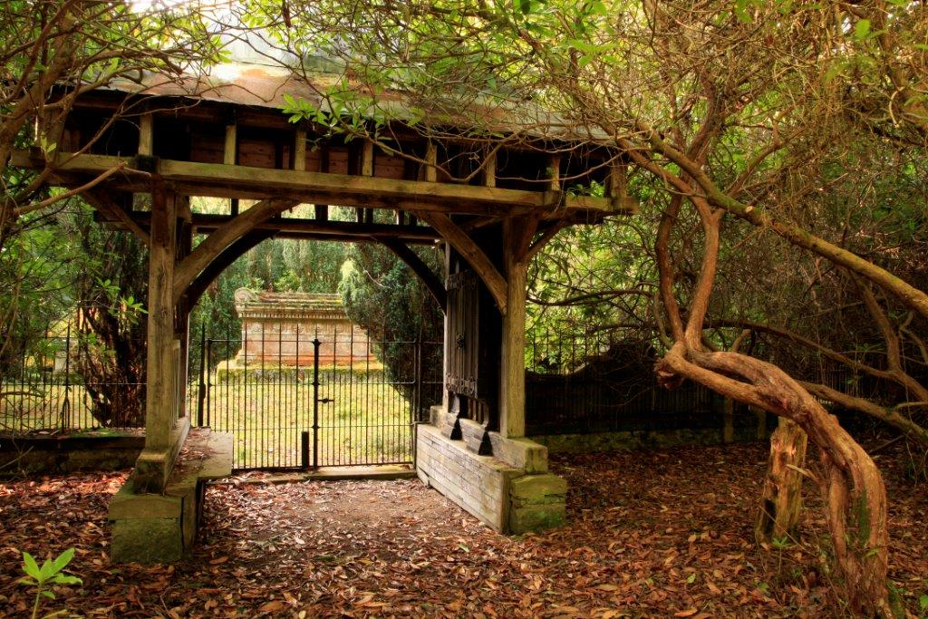 15-aldourie-estate-graveyard-entrance Halloween