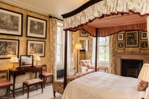 Luxury Bedroom Aldourie Castle