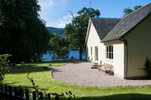 Aldourie Castle, loch ness luxury cottage
