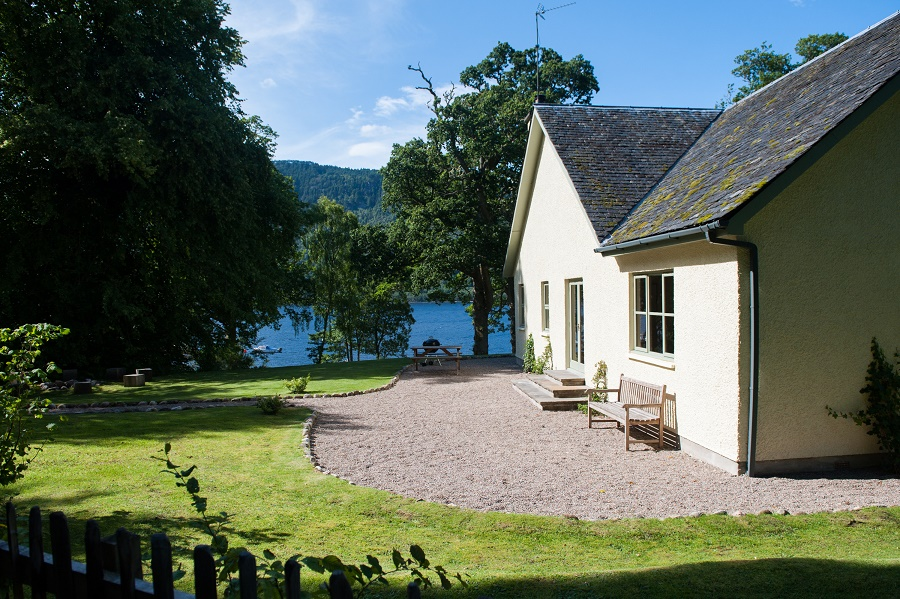 pier cottage exterior couples holiday on loch ness