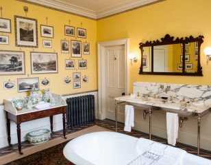 Aldourie Castle Print Bathroom
