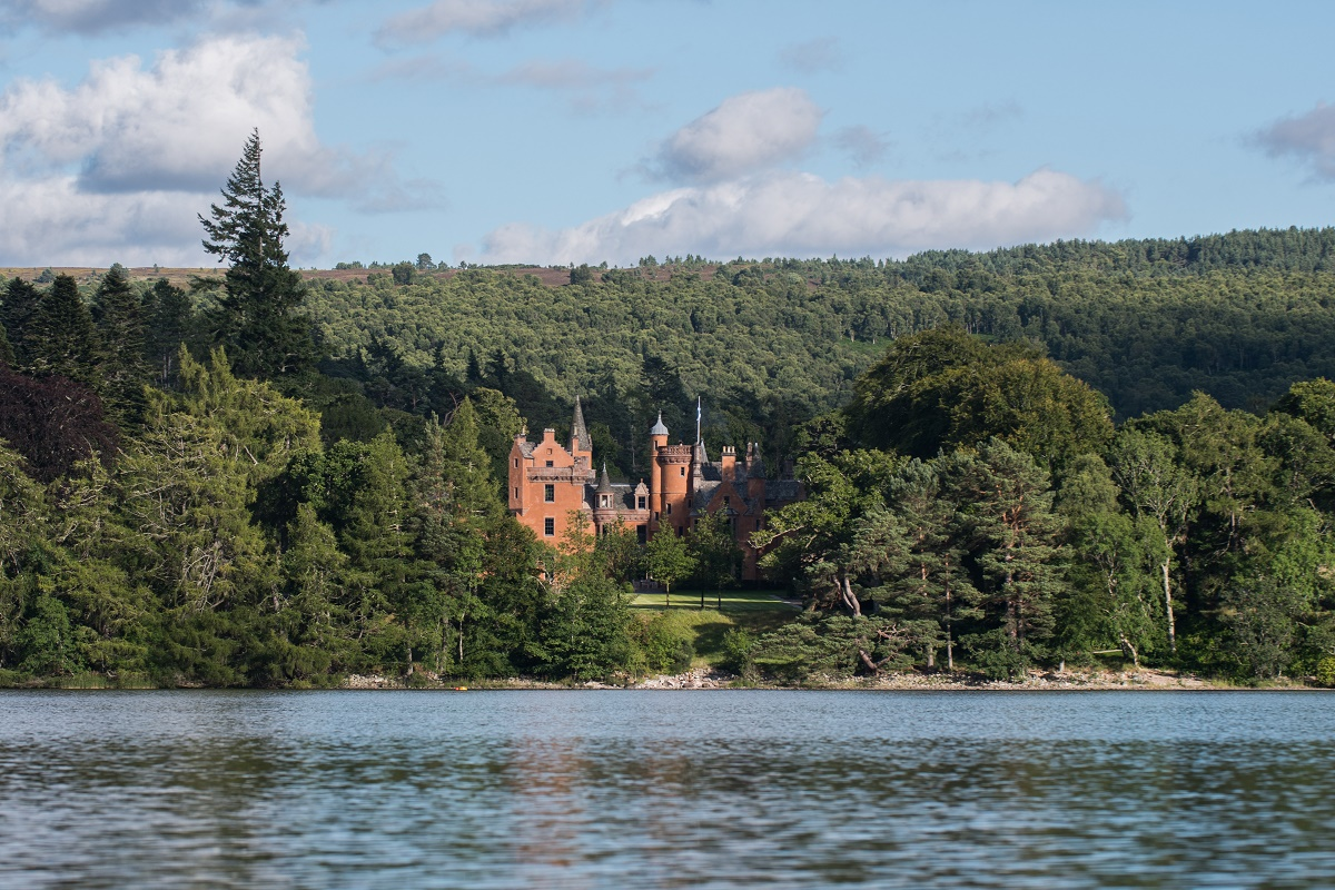 exclusive scottish castle vacations at Aldourie Castle