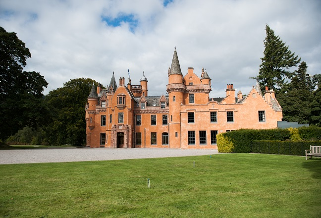 Aldourie castle house parties